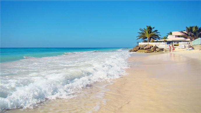 餐饮 早餐:酒店内   中餐:沙美岛海边餐   晚餐:自理(推荐芭提雅海滨